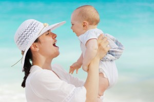 mom_and_baby_having_fun_204945